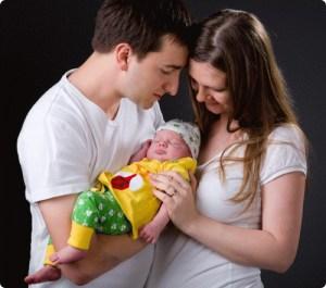 Молодые супруги и ребенок
