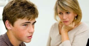 сын слушает маму