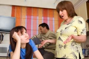 Теща и свекровь против: что делать, если супруг и родители не ладят друг с другом