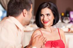 Комплименты - один из признаков влюбленности парня