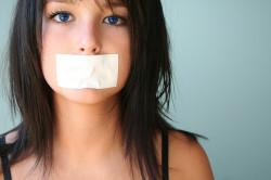 Молчание и сдерживание