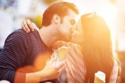 Поцелуи - один из признаков любви и желания