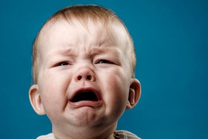 Что делать если ребенок плачет?