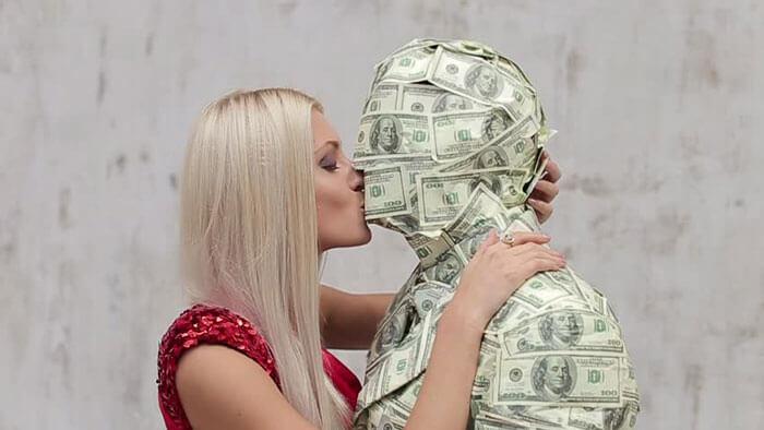 мужчина который хвастается деньгами трепло главное различие всех