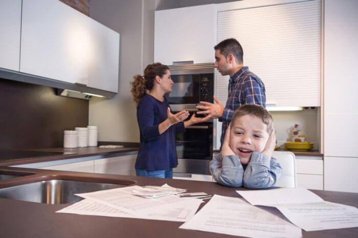 Агрессия родителей и ребенок