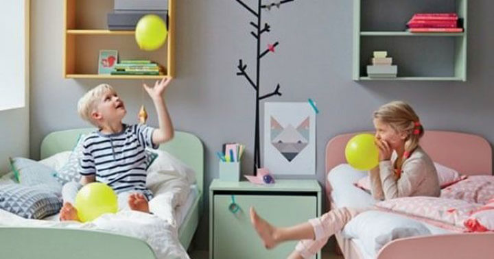 Мальчик и девочка в одной комнате