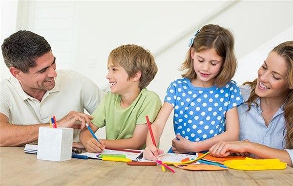 Дети с родителями вместе проводят время