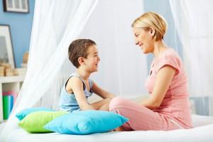Мама разговаривает с сыном