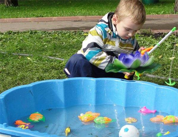 Ловря рыбок на магнит - детская игра