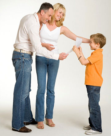 Родители хвалят ребенка за оценки