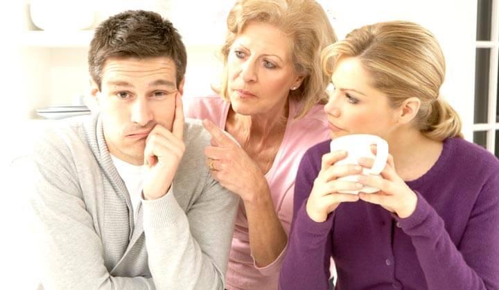 Свекровь учит сына и невестку